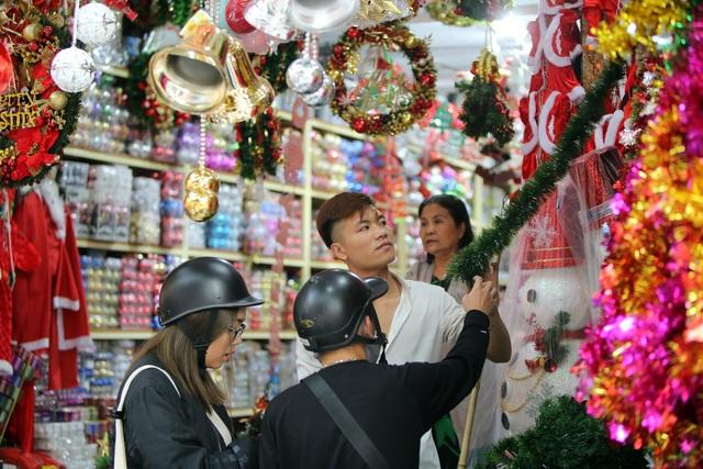 Đường phố Hà Nội được trang hoàng rực rỡ đón Giáng sinh - 12