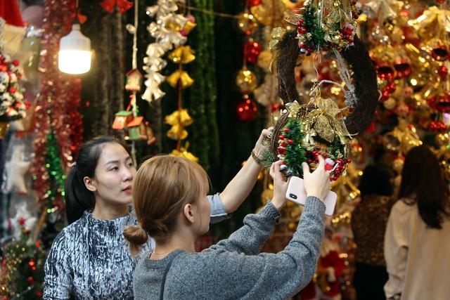 Đường phố Hà Nội được trang hoàng rực rỡ đón Giáng sinh - 13