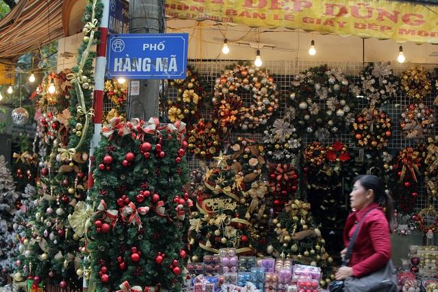 Đường phố Hà Nội được trang hoàng rực rỡ đón Giáng sinh - 14