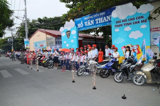 Gần 1.600 người tham gia phát động Hành trang an toàn giao thông - 1