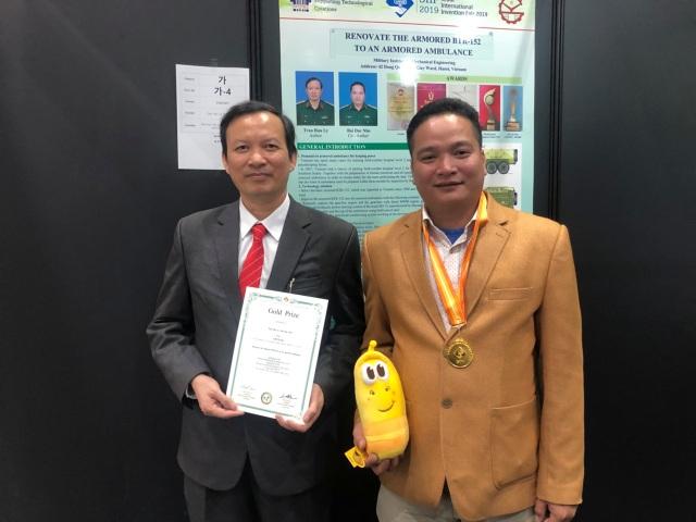 Giải nhất NTĐV nhận HCV ở Hội chợ phát minh sáng chế lớn nhất thế giới - 1