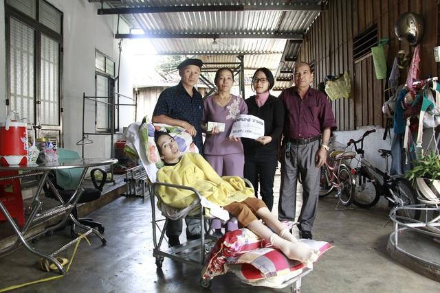 Cô giáo Trang mắc bệnh teo não được bạn đọc giúp đỡ hơn 80 triệu đồng - 1