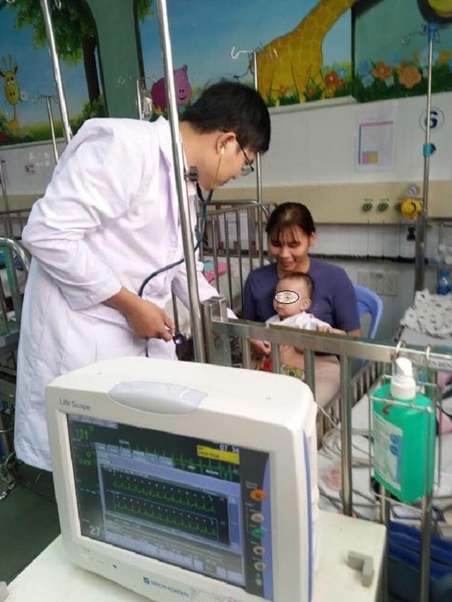 Cứu cháu bé 7 tháng tuổi thoát nguy cơ đột tử - 2