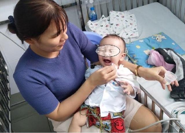 Cứu cháu bé 7 tháng tuổi thoát nguy cơ đột tử - 1