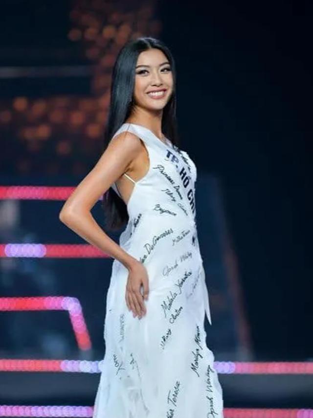 BTC Hoa hậu Hoàn vũ lên tiếng về sự cố lộ ngực của Thúy Vân - 1