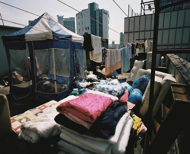 Nhiếp ảnh gia dành 5 năm để phơi bày nửa tối của Seoul tráng lệ - 12
