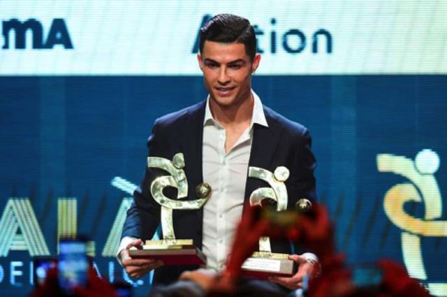 Thua Messi, C.Ronaldo vẫn được bạn gái xinh đẹp nịnh khéo - 4