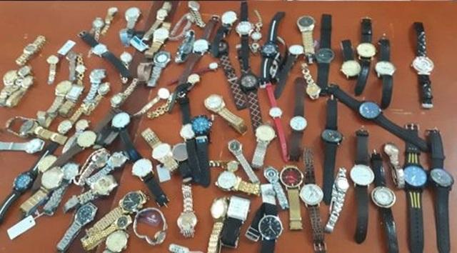 """Nửa đêm đột nhập chợ """"khoắng"""" hàng trăm chiếc đồng hồ - 2"""