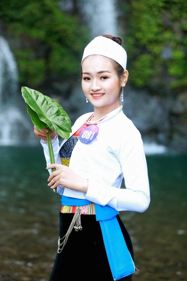 Người đẹp xứ Mường khoe sắc bên thác Cửu Tú Sơn - 9