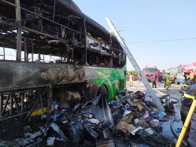 Xe khách cháy ngùn ngụt, cột khói bốc cao hàng chục mét - 5