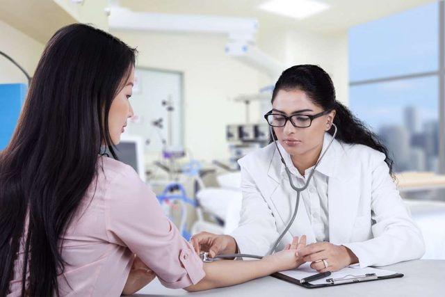 Chuyên gia mách cách tránh xa ung thư buồng trứng - 1