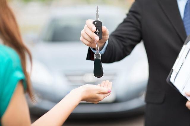 Đặt cọc thuê ô tô dịp Tết sớm để có giá mềm - 1