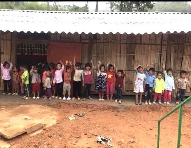 """Hàng chục học sinh mầm non """"co ro"""" trong lớp học trên triền núi - 1"""