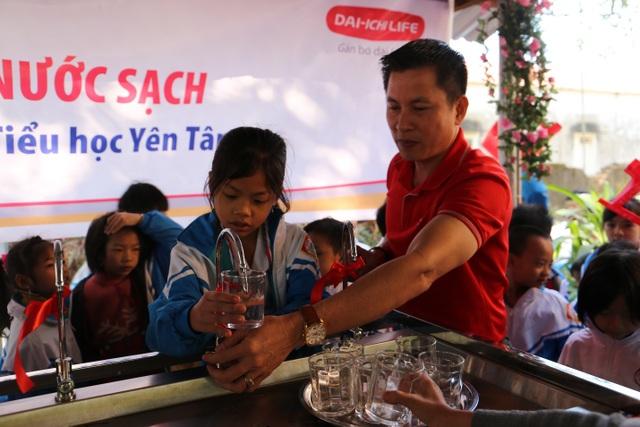 Quỹ Vì cuộc sống tươi đẹp của Công ty BHNT Dai-ichi Việt Nam và VNPost bàn giao hệ thống máy lọc nước tại Thanh Hóa và Quảng Ninh - 2