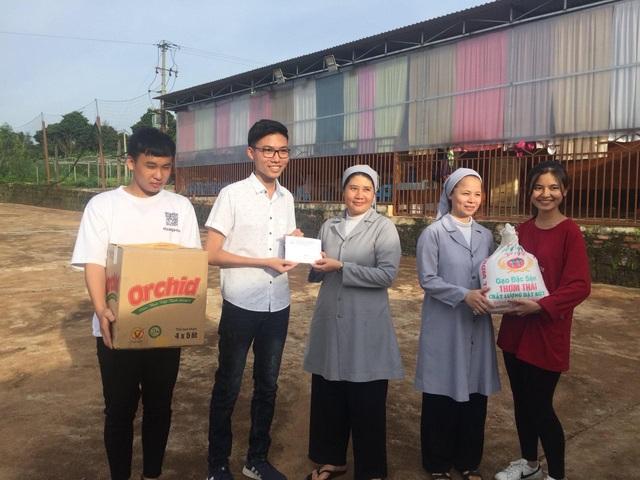 Nam sinh lớp 12 triển khai 15 dự án từ thiện hỗ trợ học sinh nghèo - 4