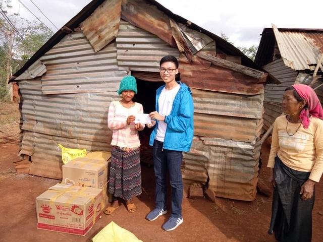 Nam sinh lớp 12 triển khai 15 dự án từ thiện hỗ trợ học sinh nghèo - 3