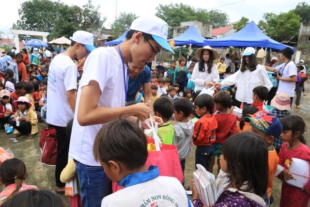 Nam sinh lớp 12 triển khai 15 dự án từ thiện hỗ trợ học sinh nghèo - 2