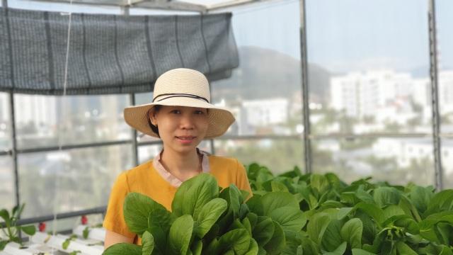"""Choáng ngợp vườn rau sân thượng, toàn cây """"khổng lồ"""" của ông bố đảm Nha Trang - 19"""