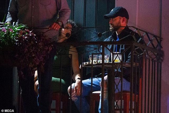 Justin Timberlake xin lỗi vợ vì lỡ… nắm tay bạn diễn gây tin đồn lùm xùm - 4