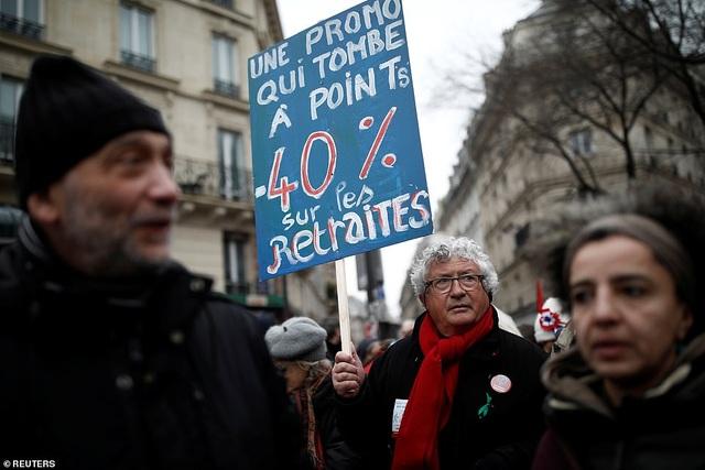 Pháp tê liệt vì cuộc đình công quy mô lớn nhất trong 24 năm - 13