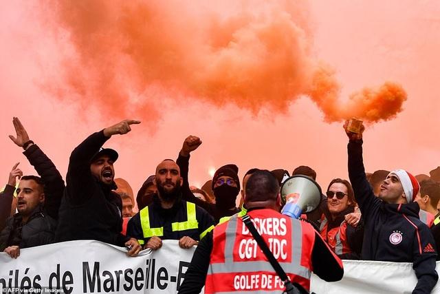 Pháp tê liệt vì cuộc đình công quy mô lớn nhất trong 24 năm - 5