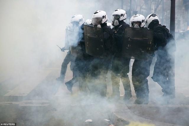 Pháp tê liệt vì cuộc đình công quy mô lớn nhất trong 24 năm - 7