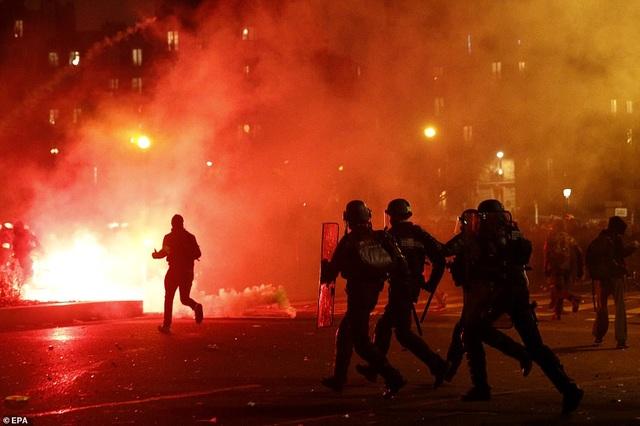 Pháp tê liệt vì cuộc đình công quy mô lớn nhất trong 24 năm - 3