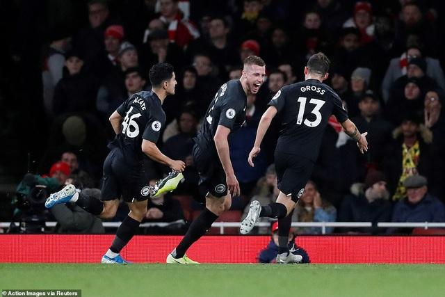 """Arsenal 1-2 Brighton: """"Pháo thủ"""" tiếp tục nhận trái đắng - 1"""