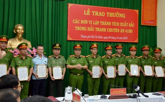 Khen thưởng chuyên án phá đường dây hàng nghìn bánh heroin tại TPHCM - 3