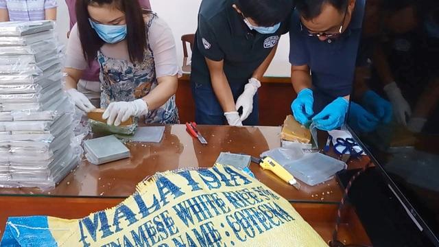 Khen thưởng chuyên án phá đường dây hàng nghìn bánh heroin tại TPHCM - 2