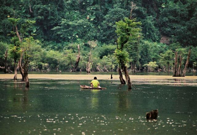 Những hồ nước cực đẹp được du khách yêu thích nhất Việt Nam - 2