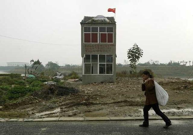 """Những ngôi nhà mọc """"vô duyên"""" giữa đường, có tiền cũng khó phá - 12"""