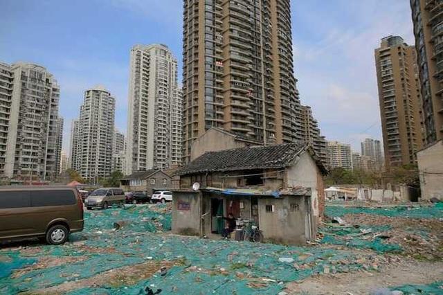 """Những ngôi nhà mọc """"vô duyên"""" giữa đường, có tiền cũng khó phá - 15"""
