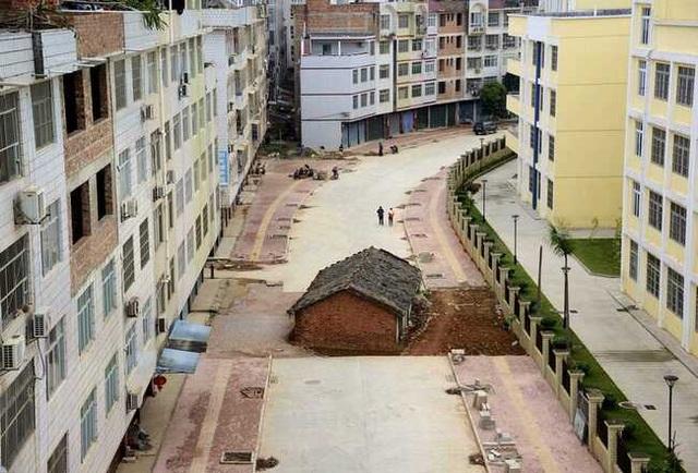 """Những ngôi nhà mọc """"vô duyên"""" giữa đường, có tiền cũng khó phá - 3"""