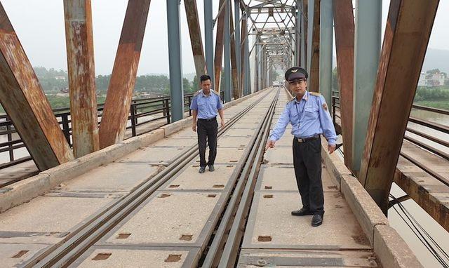 """Hoá giải tạm thời nguy cơ xảy ra thảm hoạ trên cây cầu """"độc nhất vô nhị"""" tại Bắc Giang - 4"""