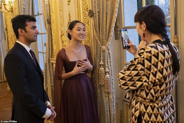Con gái Lý Liên Kiệt dự dạ hội khiêu vũ cùng các tiểu thư phương Tây ở Paris - 8