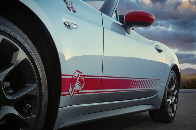 Fiat 124 Spider chết yểu trên sân nhà - 4