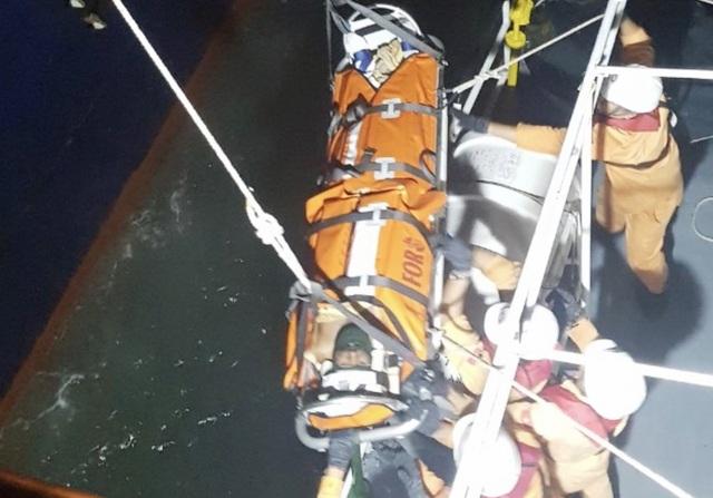 Vượt biển cứu thuyền viên Ấn Độ nguy kịch trên biển - 1