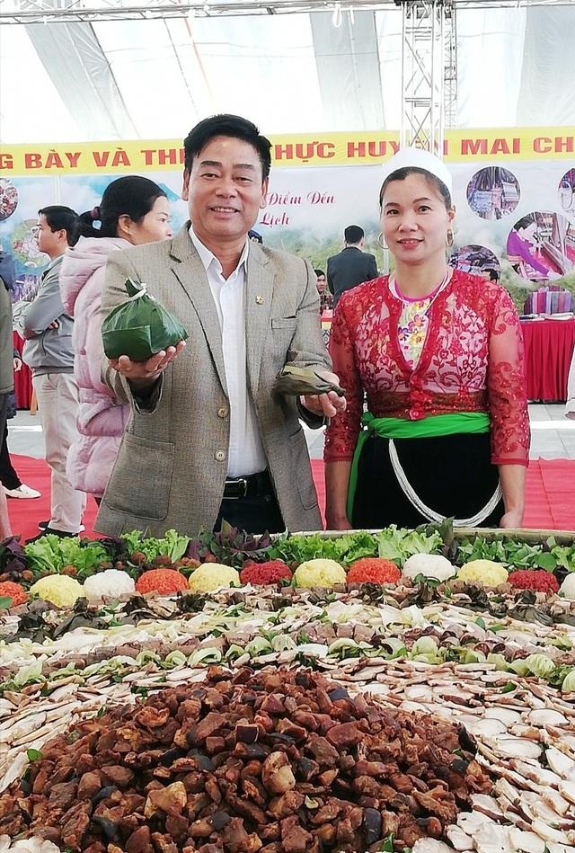 """""""Mâm cỗ lá truyền thống của người Mường lớn nhất Việt Nam"""" - 7"""