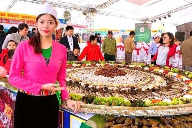"""""""Mâm cỗ lá truyền thống của người Mường lớn nhất Việt Nam"""" - 9"""