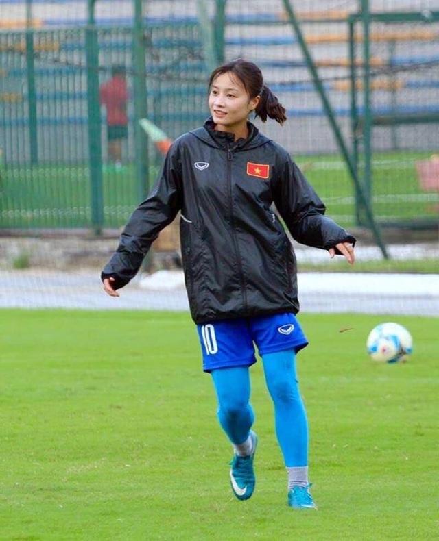 Trò chuyện chớp nhoáng với hot girl đội tuyển bóng đá nữ Việt Nam - 2