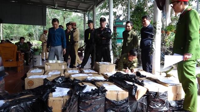 Quảng Bình: Bắt giữ 2 bố con tàng trữ gần 1 tấn pháo - 2