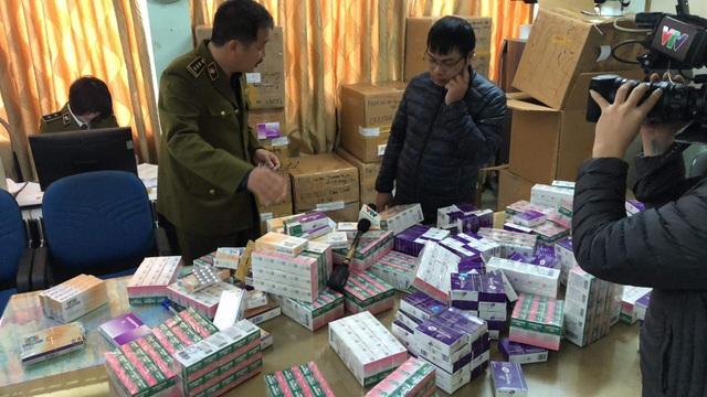 Thu giữ lô thuốc tân dược không rõ nguồn gốc trị giá gần 2 tỷ đồng ở Hà Nội - 1
