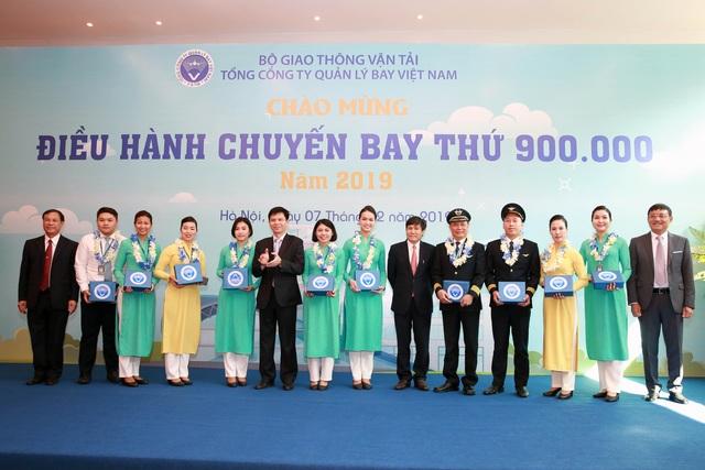 Hơn 2.000 chuyến bay hoạt động trong không phận Việt Nam mỗi ngày - 3