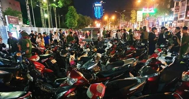 """Tạm giữ hàng trăm xe """"đi bão"""" sau trận U22 Việt Nam đại thắng - 1"""