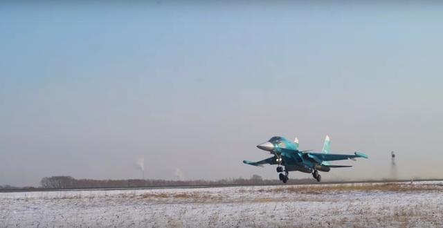 """Video """"xe tăng bay"""" Su-34 Nga phô diễn kỹ thuật điêu luyện - 1"""