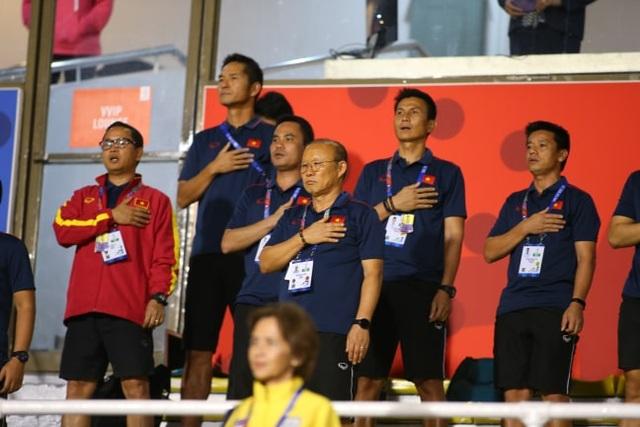 HLV Park Hang Seo đi cổ vũ tuyển nữ Việt Nam thi đấu chung kết với Thái Lan - 7