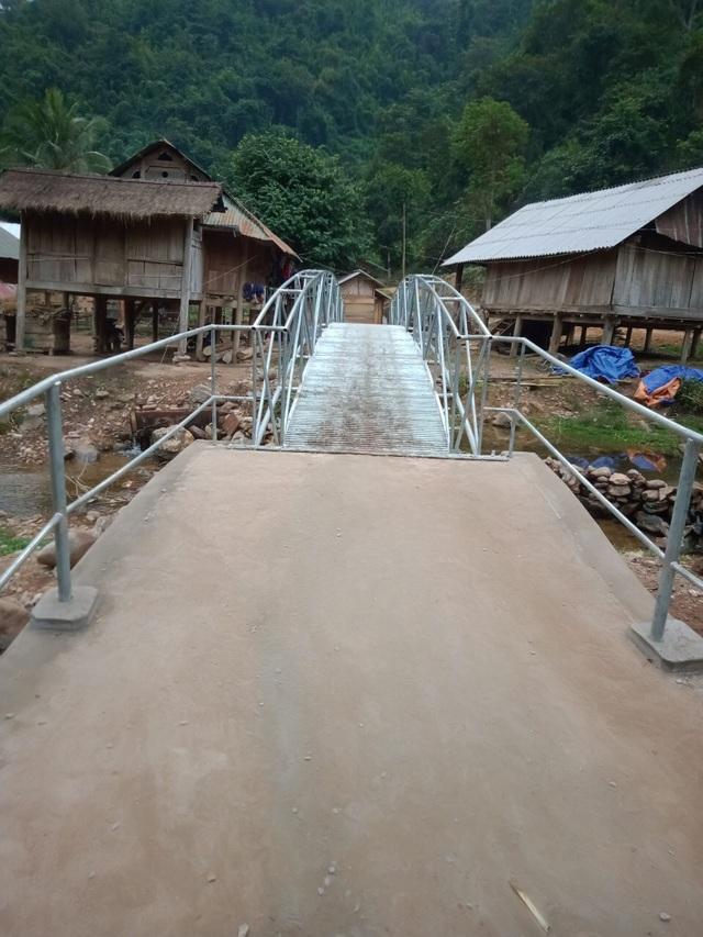 Khánh thành cây cầu mơ ước thứ 17, nâng bước chân bà con dân bản Na Kho - 4