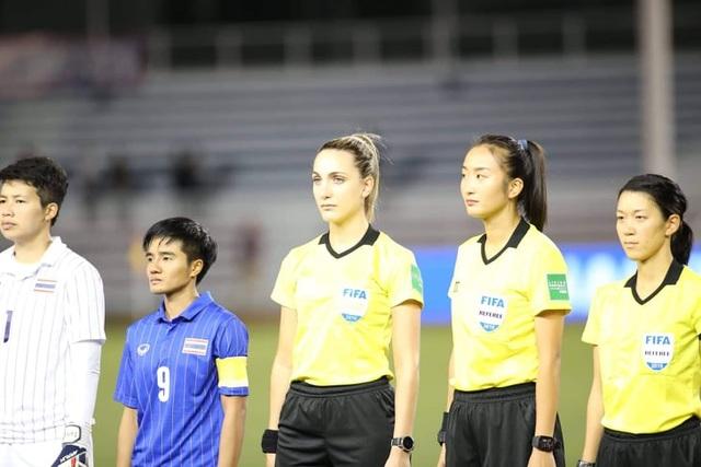 Vẻ đẹp nữ trọng tài làm việc ở trận chung kết bóng đá nữ gây sốt - 3