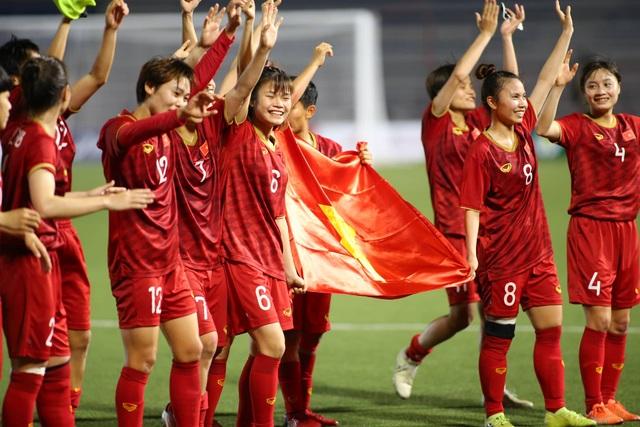 Đội tuyển nữ Việt Nam được thưởng hơn 8 tỷ đồng sau tấm HCV SEA Games - 1